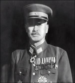 Qui est ce Mitsuru, général japonais qui dirige les troupes japonaise lors de la bataille d'Okinawa en 1945, il se suicide de manière rituelle pour échapper aux affres de la défaite ?