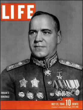 Qui est ce Gueorgui, général russe, chef d'état-major, héros de l'Union Soviétique, vainqueur de plusieurs batailles décisives, en particulier Stalingrad (1942). Les forces armées allemandes capitulent devant lui le 8 mai 1945, mort en 1974