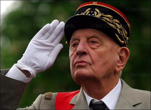 Qui est ce Marcel, général de corps d'armée le plus décoré de l'armée française qui a pris son service en 1936 comme simple deuxième classe, mort en 2010 ?