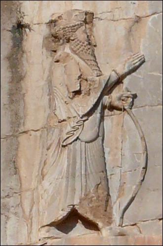 Quel grand roi perse Achéménide fit brûler Athènes, prit Thèbes, Platées et Thespies avant d'être vaincu à la bataille de Salamine en 480 av. J.-C. ?