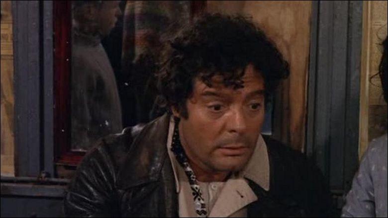 """Dans """"Drame de la jalousie"""", Oreste, maçon de 45 ans (Marcello Mastroianni) rencontre Adelaide, vendeuse de fleurs (Monica Vitti). C'est le coup de foudre. C'est un film de / d'..."""