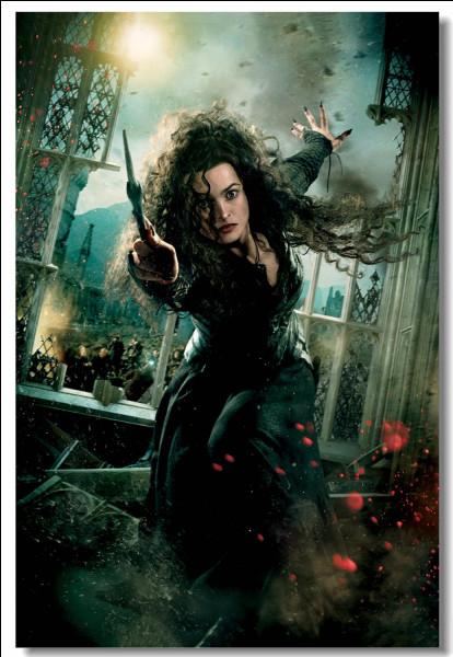 Bellatrix Lestrange a été tuée par Ginny Weasley.