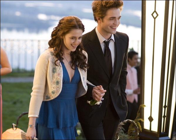 Comment s'appellent les deux personnages principaux de Twilight ?