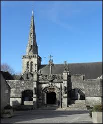 Petit tour en Bretagne à La Martyre. Commune entre Landerneau et les monts d'Arrée, elle se trouve dans le département ...