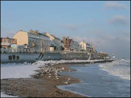 Je vous emmène en Normandie à Luc-sur-Mer. Station balnéaire de la Côte de Nacre, elle se situe dans le département ...