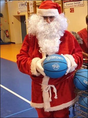 Quel Cadeau principal ont reçu les enfants de l'Ecole de Mini Basket lors du dernier Noel ?
