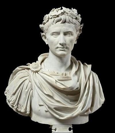 Caius Julius César Augustus, fut le successeur de Caius Julius César. Qui était il par rapport à Jules César ?
