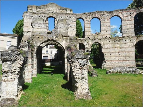 La ville de Bordeaux, fondée au IIIe siècle avant J. -C. , fut urbanisée par les romains au Ier s. av. J . -C. Quel était le nom de l'antique Bordeaux ?