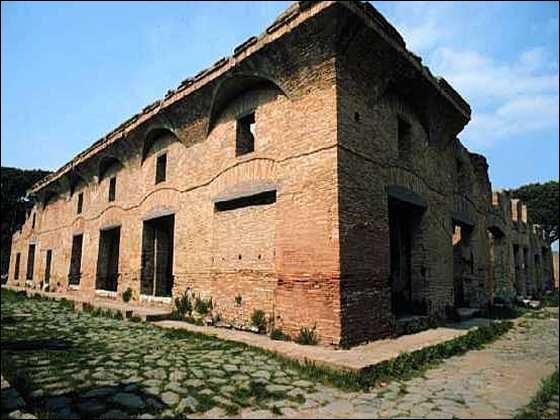 Dans la Rome antique les gens les moins aisés vivaient dans des insulae, des immeubles à étages. Combien d'étages au maximum ces immeubles pouvaient ils avoir ?