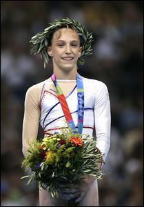 Qui a été championne olympique en 2004 aux barres asymétriques ?