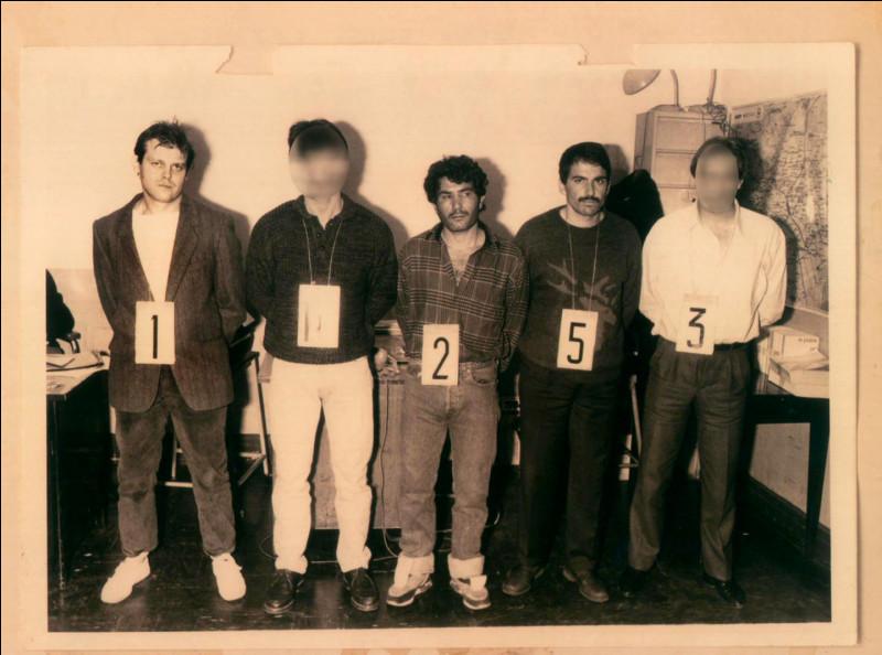 Comment s'appelle ce gang qui a pu en quelques années dévaliser une cinquantaine de banques ?