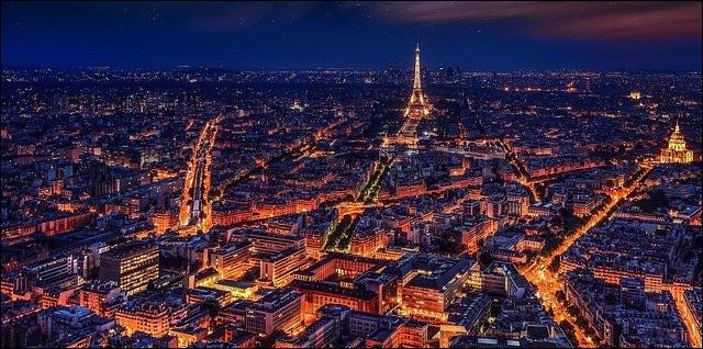 C'est la ville lumière.