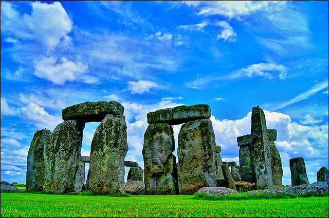 C'est Stonehenge. Dans quel pays se situe ce monument ?