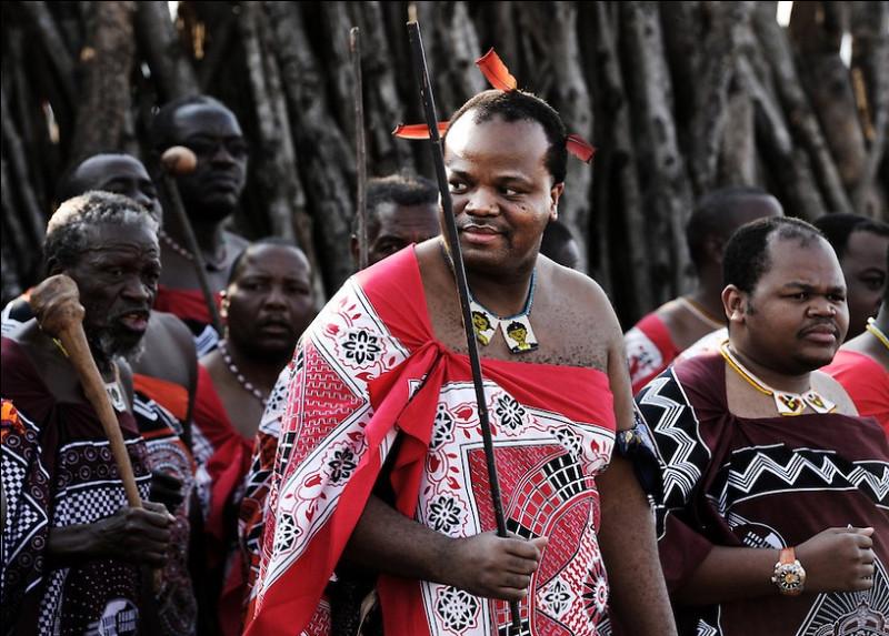"""En 2018, quel pays a annoncé reprendre """"son nom d'origine"""", Eswatini, aux dépens de son nom de l'époque coloniale ?"""