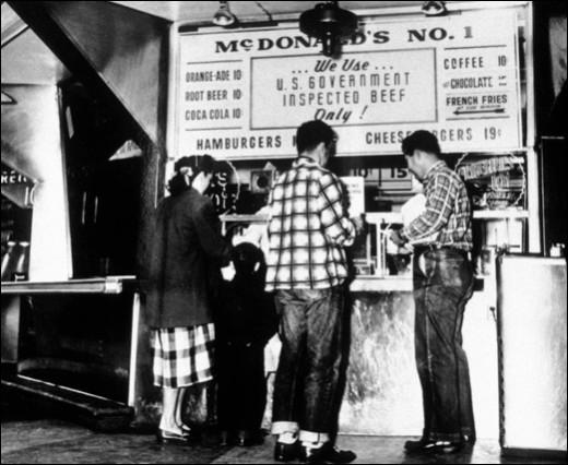 C'est en 1937 que Patrick McDonald crée l'Airdome. Qu'est-ce qu'il y vendait ?
