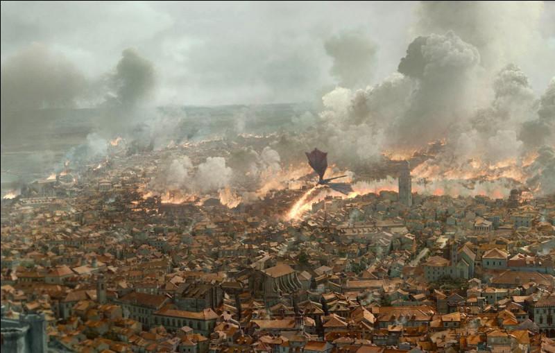 Quelle ville côtière, inondée par les touristes depuis le tournage, est King's Landing dans la série Game of Thrones ?