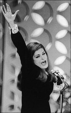 1981 > Avant de prendre ouvertement parti pour ... [quel candidat ?] en surprenant beaucoup de fans, elle avait déjà pris fait et cause pour/contre... [quel combat ?]