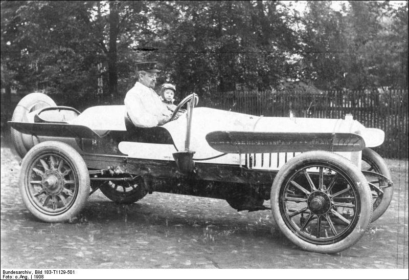 Quelle marque de voitures allemandes doit nom à une traduction en latin du nom de son fondateur August Horch ?