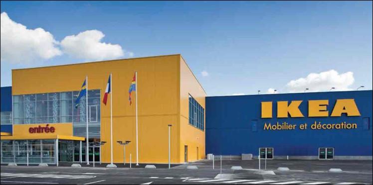 Si IKEA, la célèbre enseigne de mobilier suédoise, tire son nom des initiales de Ingvar Kamprad (son créateur) et de Elmtaryd Agunnaryd, que représente ce dernier ?