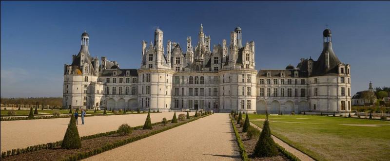 Sous quel règne débuta la construction de ce château de la Loire ?