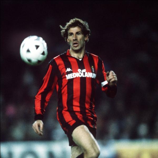 Quel footballeur champion du monde en 1982 n'ayant joué qu'avec le Milan AC, a vu son maillot n°6 se faire retirer pour récompenser sa fidélité ?