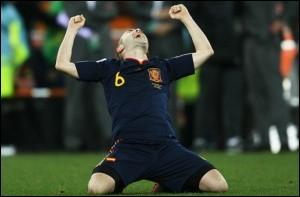 Quel joueur espagnol de football et n°6 en sélection a marqué l'unique but de la finale de la Coupe du Monde 2010 ?