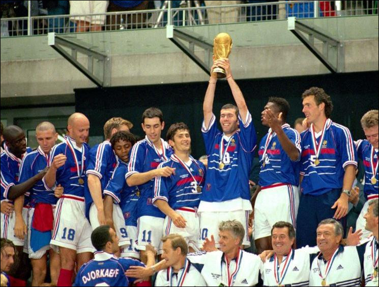 Quel champion du monde 98 français a porté le maillot n°6 lors de la Coupe du Monde en question ?