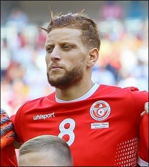 """Quel footballeur tunisien est affectueusement appelé """"El Rouge"""" par le public de son pays ?"""