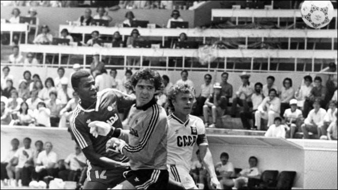 En 1986 et avec 3 matchs perdus lors de la phase des poules et 0 but marqué, quelle équipe ayant participé pour son unique fois lors d'une Coupe du monde sort par la petite porte ?