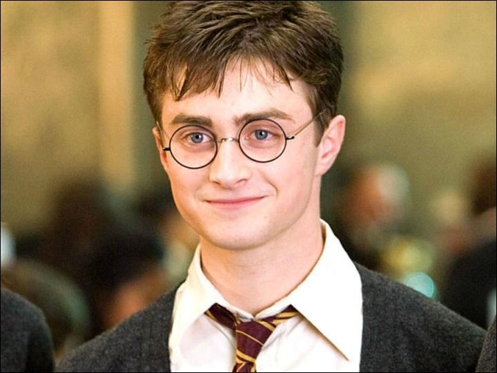 De quelle forme est le gâteau pour le 17e anniversaire de Harry Potter ?