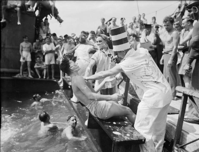 En quel dieu de la mythologie romaine se déguisaient les marins qui présidaient le baptême pour tous ceux qui franchissaient la ligne pour la première fois ?