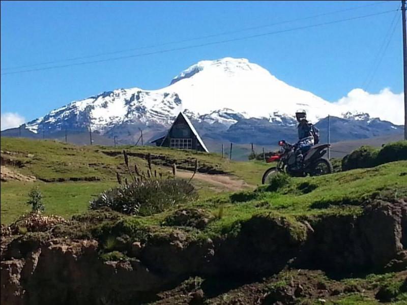 Dans quel pays, traversé par l'équateur, trouve-t-on le sommet le plus élevé ?