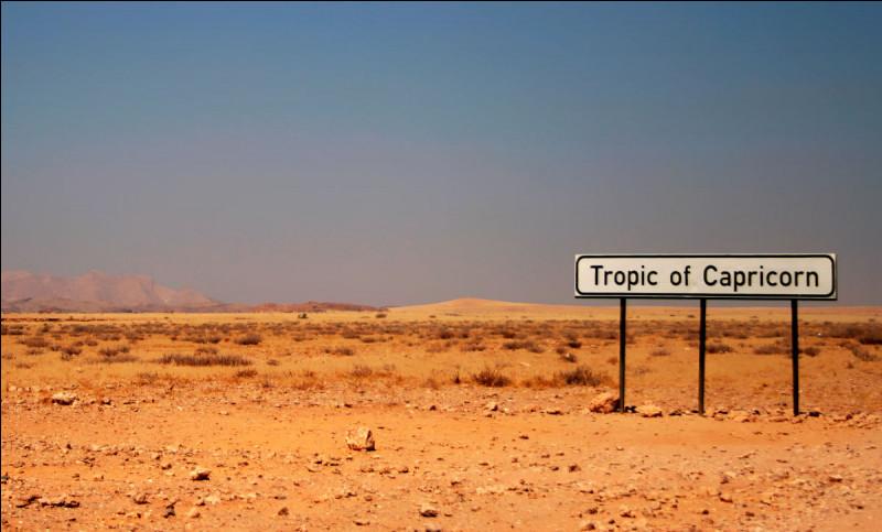À combien de degrés de latitude, sont séparés chaque tropique de l'équateur ?