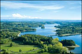 Parmi ces rivières, laquelle ne traverse pas le département de la Corrèze ?