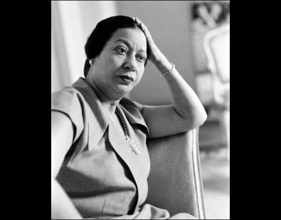 Quelle chanteuse égyptienne disparue en 1975, était la voix la plus adulée du monde arabe ?