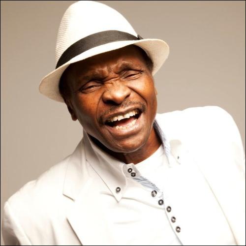 """En 1987, quel chanteur et joueur de balafon guinéen interprète la chanson """"Yéké Yéké"""" ?"""