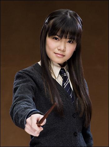 Qui est l'amoureuse de Harry Potter dans le volet 5 ( tu peux t'aider de la photo )