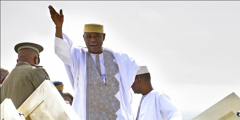 Du 8 juin 2002 jusqu'à sa démission suite au coup d'État du 22 mars 2012, quel ancien militaire était président de la République malienne ?