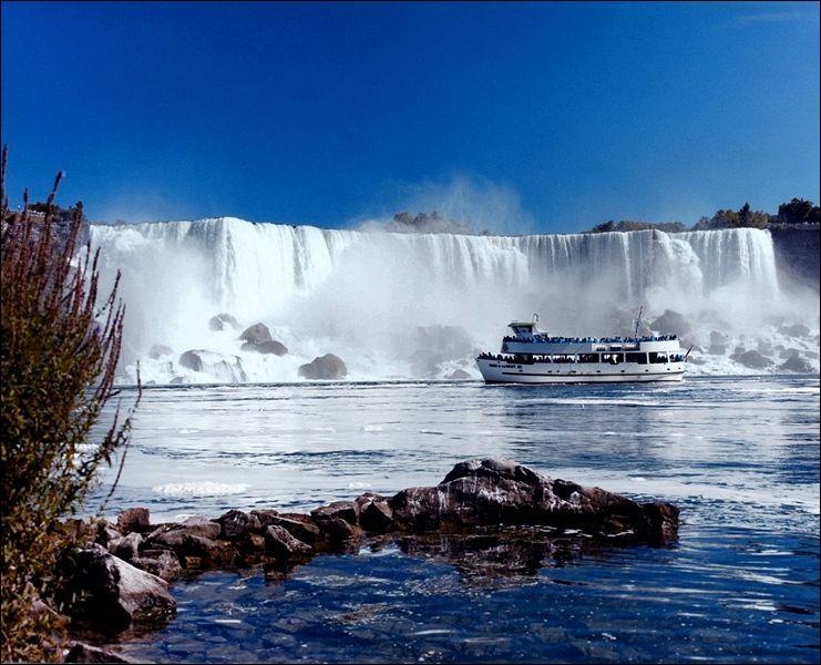 De combien de chutes d'eau les chutes du Niagara sont-elles composées ?