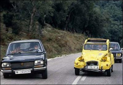 """Quelle modification a reçu la 2cv de James Bond (Roger Moor) pour devenir plus puissante dans le film """"Rien que pour vos yeux"""" ?"""