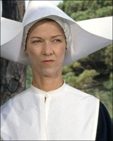 """Dans quel film de la série """"Le gendarme"""" la sœur Clotilde ne roule-t-elle pas en 2cv ?"""