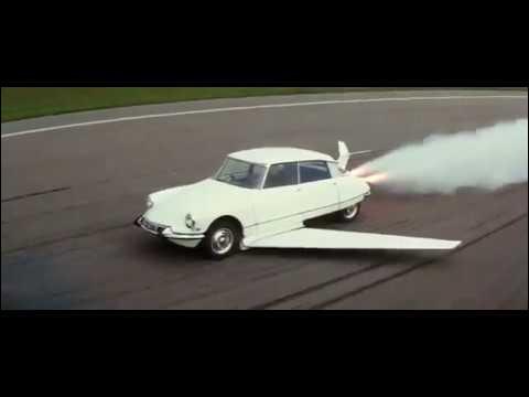 Dans quel film Fantômas roule-t-il en DS volante ?