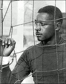 """Surnommé """"L'Express de la victoire"""", quel gardien de but a été jugé pour être le """"coupable"""" sur le but décisif de l'Uruguay en finale la Coupe du monde 1950 au Brésil ?"""
