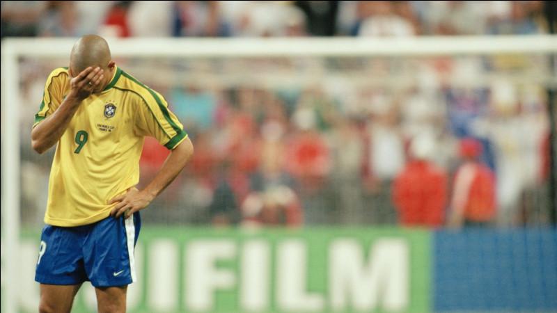 """Surnommé """"Il Fenomeno"""" en Italie et élu meilleur footballeur de l'année FIFA en 1996, 1997 et 2002, quel joueur a été couronné en 2019, meilleur footballeur brésilien depuis Pelé ?"""