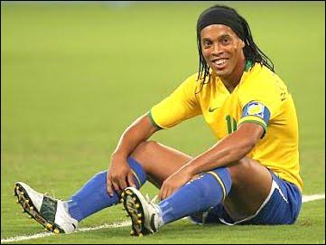 Champion du monde 2002, quel natif de Porto Alegre a révolutionné le football moderne avec des gestes plus insensés les uns que les autres ?