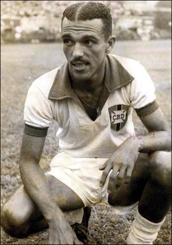 """Quel milieu gaucher réputé pour sa technique remarquable et son toucher de balle soyeux, composait avec Zizinho et Ademir le """"Trio Infernal"""" du Brésil en 1950 ?"""