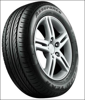La bande de roulement des pneus avant de mon véhicule laisse apparaître les témoins d'usure, la mesure de profondeur des rainures principales est alors de :