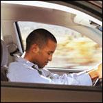 Aprés un long parcours, à une dizaine de km de son domicile, un conducteur qui lutte contre le sommeil doit préférer