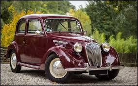 La Simca 8 est la première vraie Simca, les précédentes étant des Fiat fabriquées sous licence.