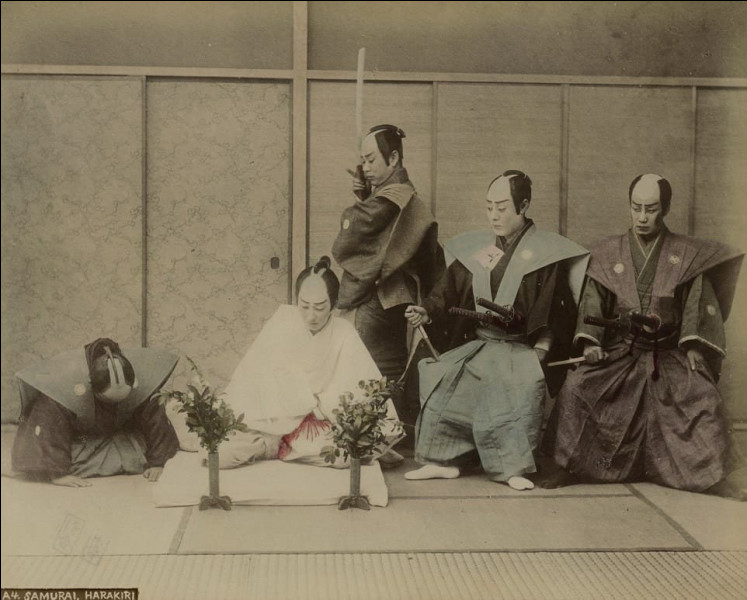 Au Japon, jusqu'en 1868, une personne qui avait été déshonorée par exemple à cause d'un adultère était amenée à commettre un suicide par la méthode traditionnelle du hara-kiri. A qui ce type de mort était-il réservé ?